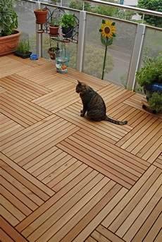 Bodenbelag Für Draußen - holzfliesen auf dem balkon der richtige bodenbelag f 252 r