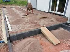 pflastersteine verfugen splitt pflasterfl 228 chen f 252 r terrasse und grillplatz sind