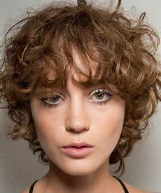 15 cute haircuts for growing out hair without awkardness