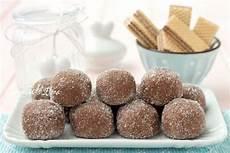 dolcetti con wafer sbriciolati tartufini ai wafer ricetta dolci wafer dolci senza cottura e ricette dolci