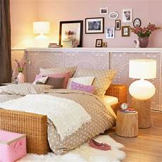 schlafzimmer dekorieren gemütlich schlafzimmerwand gestalten wanddeko hinter dem bett