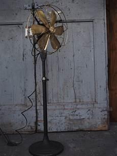 Ancien Ventilateur General Electric Industriel Usa Sur Pied