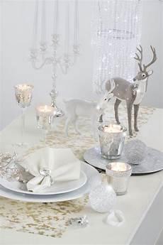 tischdeko weihnachten weiß gedeckter weihnachtstisch mit silberakzenten silber