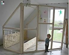 bauanleitung hochbett diy ein hausbett im kinderzimmer chellisrainbowroom