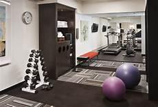 Fitnessraum Zuhause Einrichten - towel drop fitness center room at home room