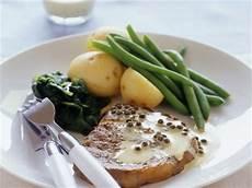 Steak Mit Pfefferso 223 E Und Beilage Rezept Eat Smarter