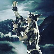 mythologie nordique valkyrie valkyries choose who goes to valhall skull