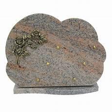 Plaque 233 Raire En Granit Sur Socle Bronze Fleurs