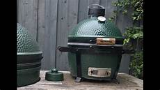 grilled chicken on the big green egg mini max themapen