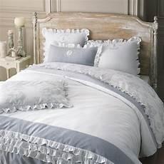 lit style romantique linge de lit style romantique blanc et gris 224 volants