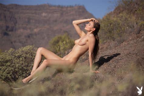 20 Naked Women