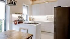 cucine angolare cucina angolare in corian e laccato bianco a composizione