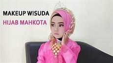 Model Jilbab Wisuda Pakai Mahkota Voal Motif