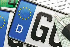 neues auto kennzeichen behalten kfz kennzeichen behalten beim umzug autobild de