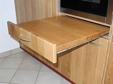 Küchenschrank Mit Ausziehbarer Arbeitsplatte - magnet anwendungen ausziehbare arbeitsplatte mit