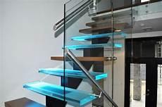 marche en verre vert 233 bral limon central escaliers battig design