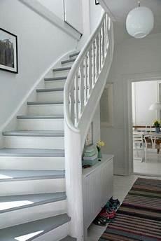 treppen renovieren ideen holztreppe wei 223 grau holztreppe altbau treppenhaus und treppe
