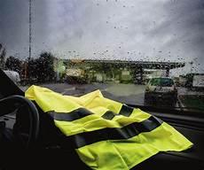 point de blocage gilet jaune carburants deux experts analysent le blocage des gilets jaunes annonc 233 le 17 novembre