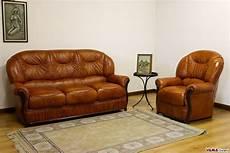 divani classici in legno divano in pelle con schienale alto e braccioli in legno