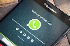 new update to whatsapp s bb10 app brings web link previews gsmarena blog