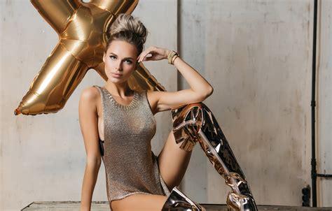 Christina Appelgate Nude Pics
