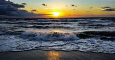 Gambar Pemandangan Pantai Malam Hari Sunset Yang Indah Hd