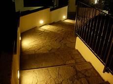 illuminazione terrazzo led una scala esterna illuminata con segna passo led a luce