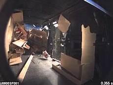 crashtest fahrzeugeinrichtung aus holz