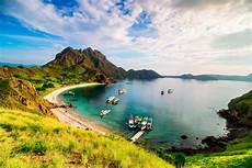 padar island tourism 2019 indonesia gt top places travel guide holidify