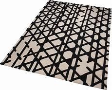 tapis noir et blanc g 233 om 233 trique artisan pop esprit home
