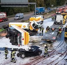 Unfall A 4 - autobahndreieck heumar explosionsgefahr nach unfall auf