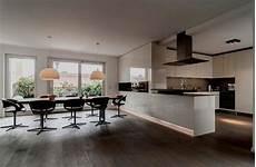 offene küche mit wohnzimmer offene k 252 chen ideen bilder gro 223 e kuche im wohnzimmer