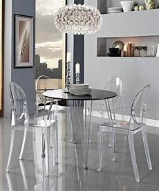 table et chaise transparente retrouvez la chaise transparente un beau bijou pour votre