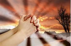 Wow 20 Gambar Orang Berdoa Kristen Sugriwa Gambar