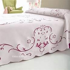 copriletti ricamati lino disegnato e cotoni per fare il copriletto ad intaglio