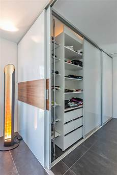 Kleiderschrank Als Raumteiler - doppelt tiefer begehbarer kleiderschrank im durchgang zum