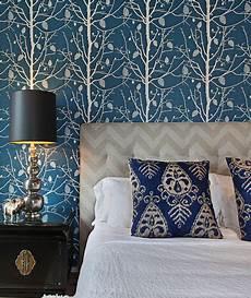 tapete blau schlafzimmer chevron headboard contemporary bedroom turquoise la