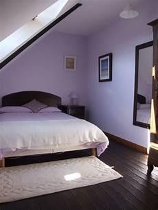 schlafzimmer wände gestalten lila schlafzimmer gestalten 28 ideen f 252 r interieur in