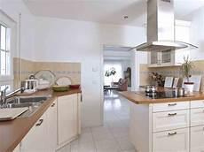 speisekammer in küche integriert bungalow zum wohlf 252 hlen weberhaus musterhaus net