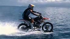 Moto Qui Roule Sur L Eau