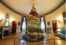 Decorations Inside The House by American Helps Decorate The White House For