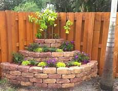 ecke im garten gestalten diy corner planters for small gardens