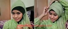 Cantik Kreasi Jilbab Segi Empat Praktis Nan Modis