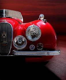 pub voiture jaguar 1952 jaguar xk120 sport car colour on sunset