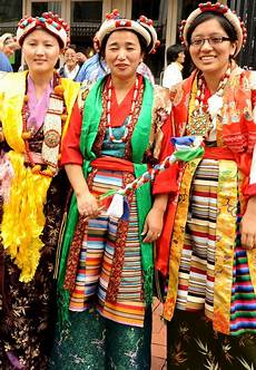 the lovely young tibetan ladies women in traditional dres flickr