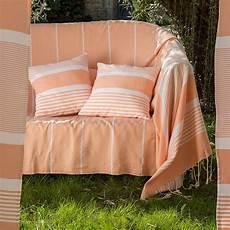 jete de canape jet 233 de canap 233 en coton 2 x 3m orange saumon et rayures