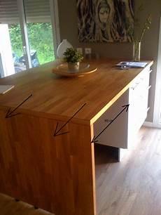 table qui se replie contre le mur une prise ou deux sous la table ou 238 lot central