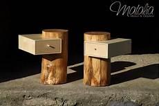 Ein Schubkasten In Einem Baumstamm Als Nachttisch In