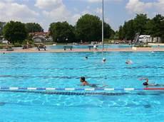 swimming pools frankfurt tourism