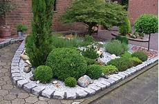 Garten Umgestalten Ideen - splitt als beetdekoration kunstrasen garten garten und